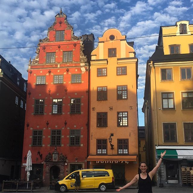 📍Stockholm, Sweden Who put that car there... 🚕 an early morning run to avoid the crowds in old town's Stortorget 🏃‍♀️ #runningcommunity #löpning #springa #stockholm #visitstockholm #runtravelrun #trailrun #instarun #running #runwithme #runwithmeworld #runningtours #runningtour #sthlm #run #runitfast #älskarlöpning #instarun #runwithmestockholm
