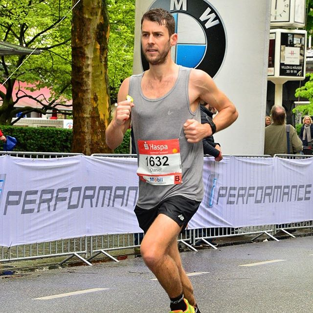 Finished my 5th marathon in Hamburg on the weekend with a 12 minute PB- 2:51:08. Exceeded all my  own expectations and couldn't be happier! 😊 I ran a 2 minute negative split with a half marathon PB in the second half. I was waiting for the wall but it never came. Thanks for all the messages of support from around the world! Now I'll go back to jogging around Stockholm 🏃