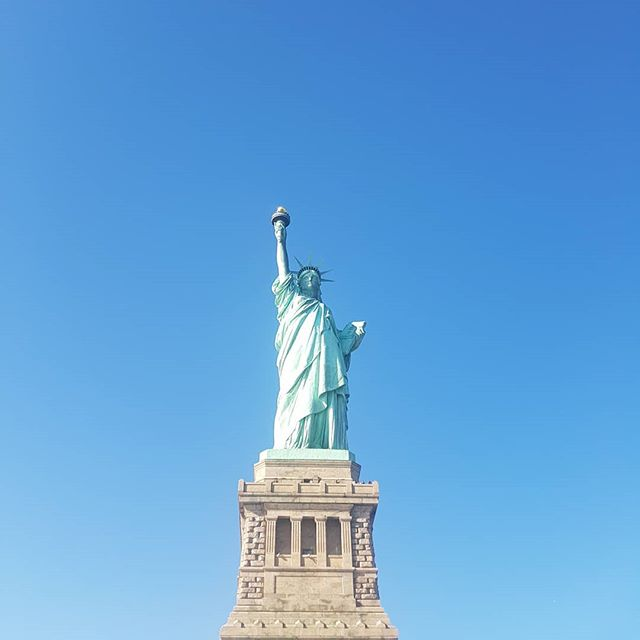 Did you know that it took the Statue of Liberty thirty years to turn from her original copper color to the green one we see today? La lang. Share ko lang yung info para masaya 🤣