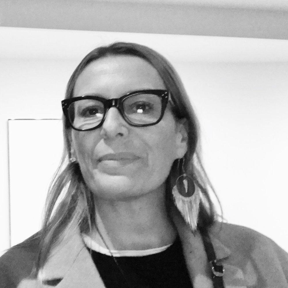 eleonora nobile mino   Partner dell'azienda, si occupa prevalentemente della parte decorative e design, la sua preparazione umanistica, la laurea in storia dell'arte e la sua specializzazione, la porta ad occuparsi dei rapporti con musei e gallerie d'arte.