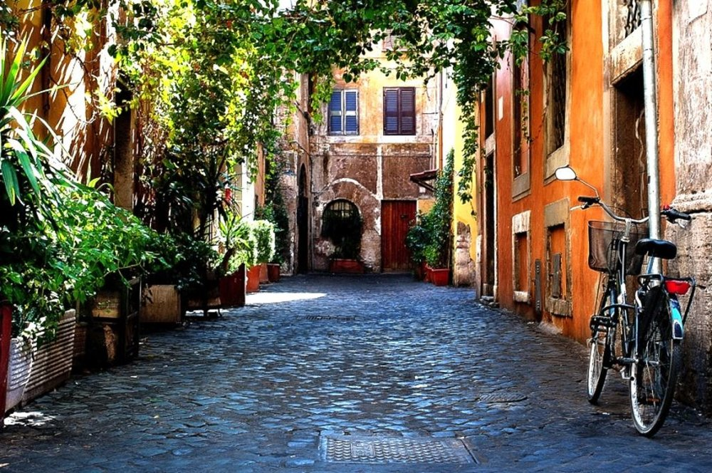A view of a street in Trastevere.