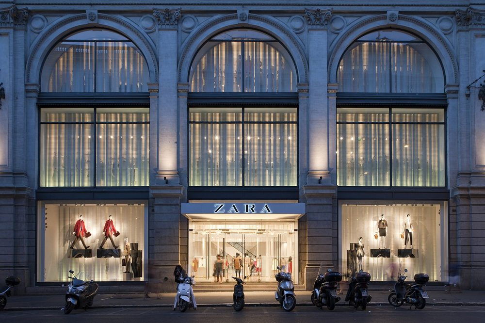 The facade of Zara on Via del Corso.