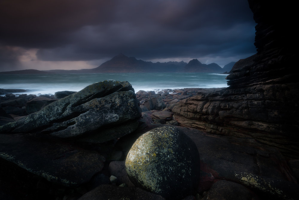 Stormy Elgol with spherical boulder.jpg