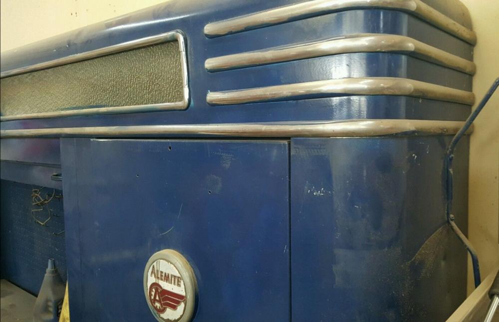 Alemite_Blue_trim_dirty.png
