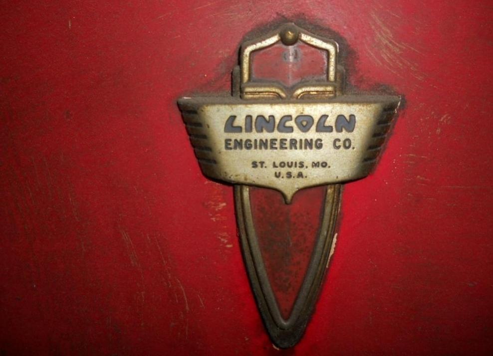 Lincoln_Emblem_AirHose_setup.jpg