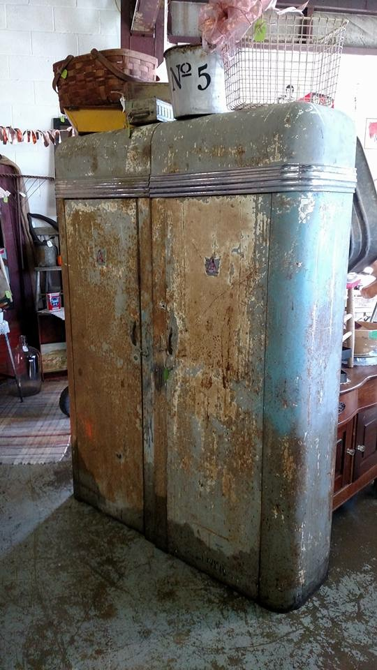Alemite_Cabinets_rusted.JPG