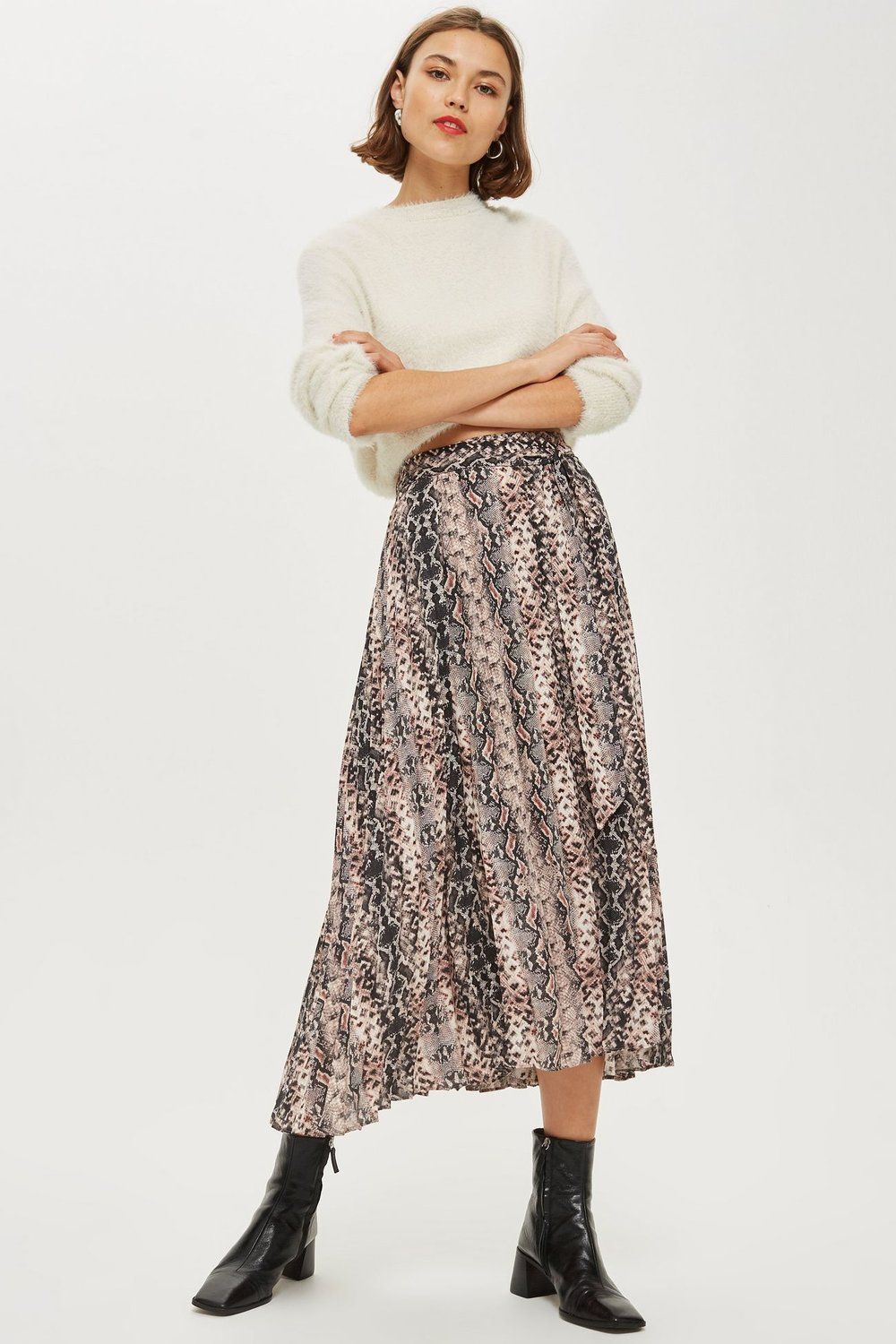 This cute Topshop skirt can be bought    here.