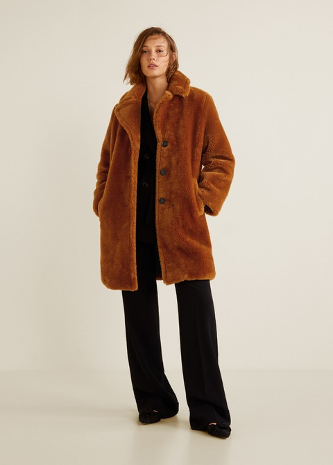 This coat by Mango can be admired and bought    here   .