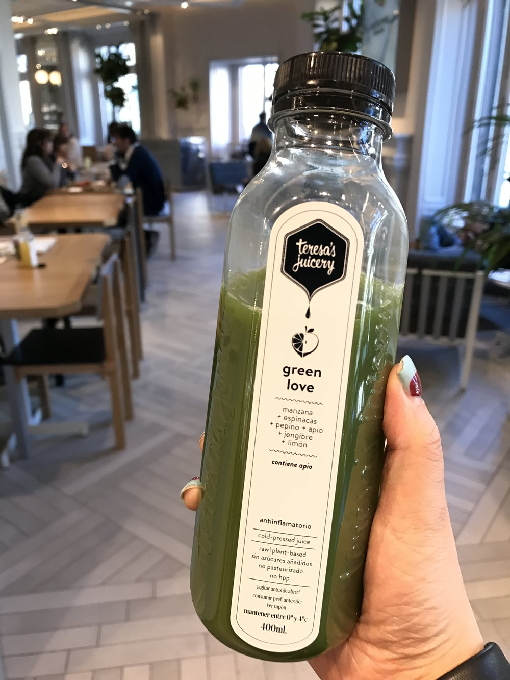 On a separate day, I found another Flax & Kale at the top floor of H&M and tried their juice - Green Love. It was refreshing and delicious!