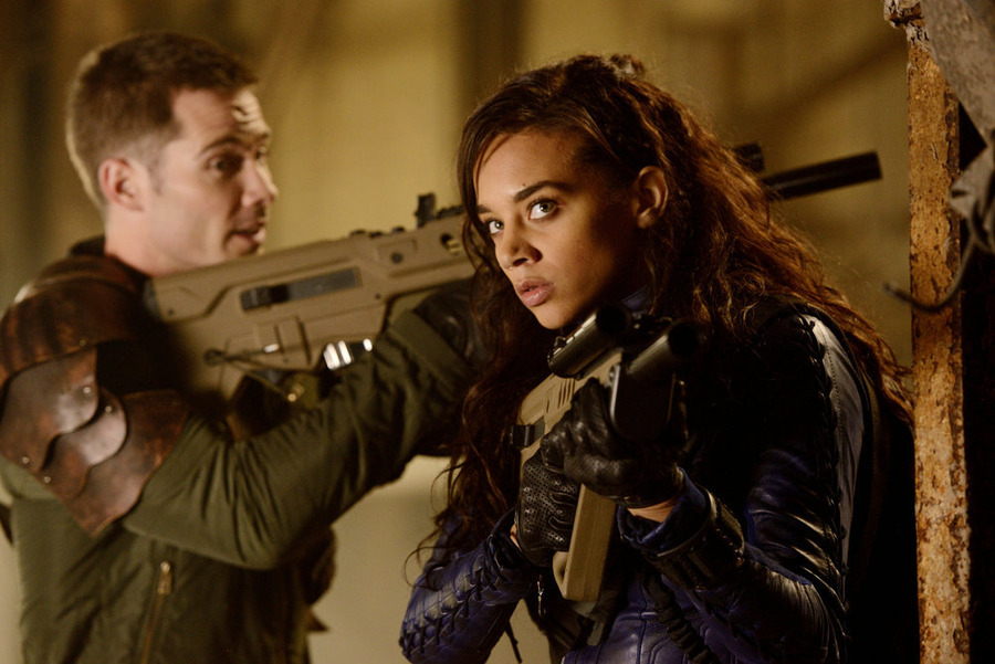 Stardust Memories: Luke Macfarlane (D'avin) and Hannah John-Kamen (Dutch) in Netflix's  Killjoys