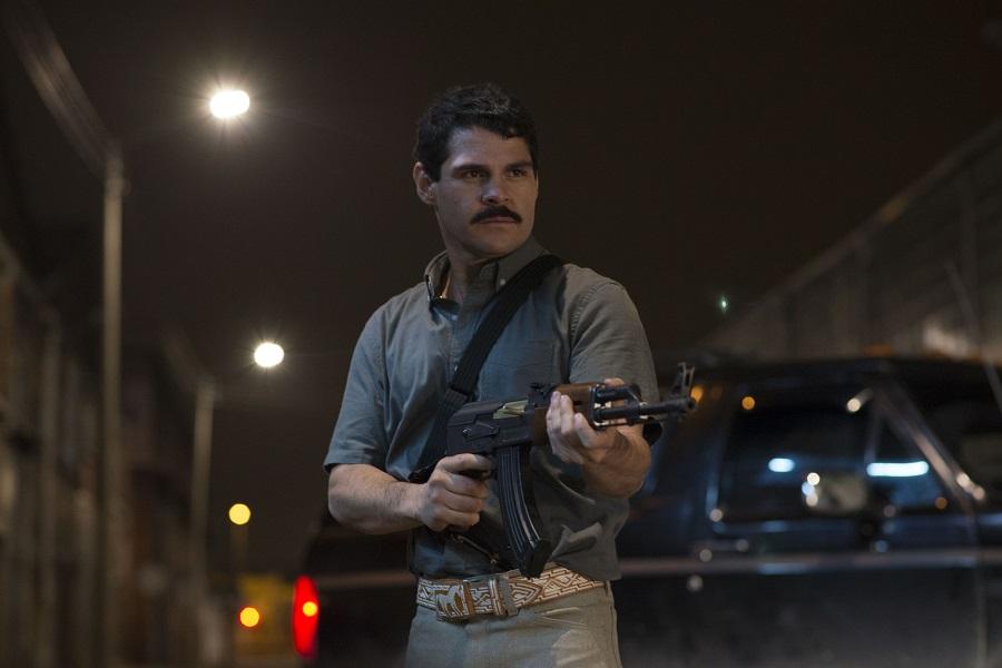 """Mexican Standoff: Marco de la O (Joaquin """"El Chapo"""" Guzman) in Netflix's  El Chapo"""
