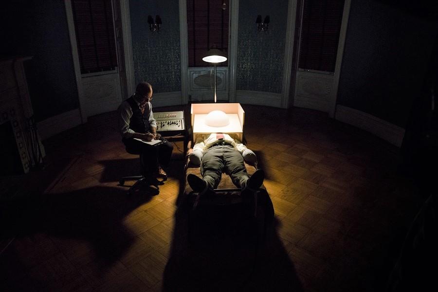 Scanners: (L-R) Bob Balaban (Harold Abramson) and Peter Sarsgaard (Frank Olson) in Netflix's  Wormwood