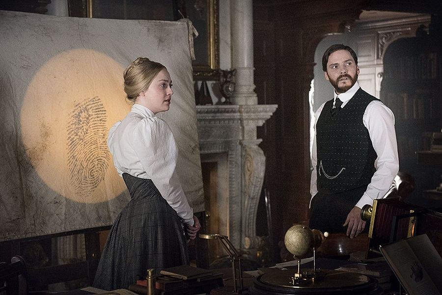 The Fine Print: Dakota Fanning (Sara Howard) and Daniel Bruhl (Dr Kreizler) in Netflix's  The Alienist