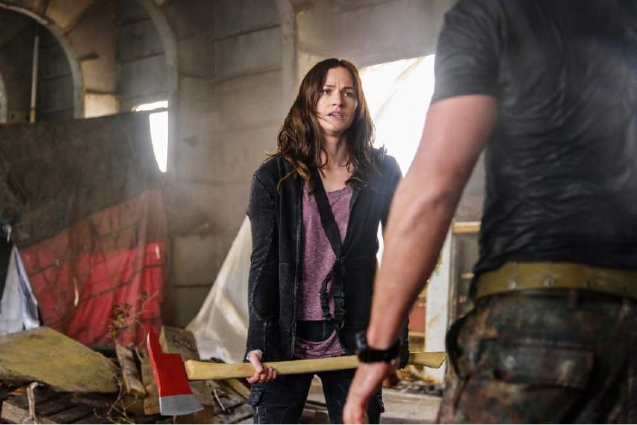 Blade Runner: Kelly Overton as Vanessa Helsing in Netflix's  Van Helsing