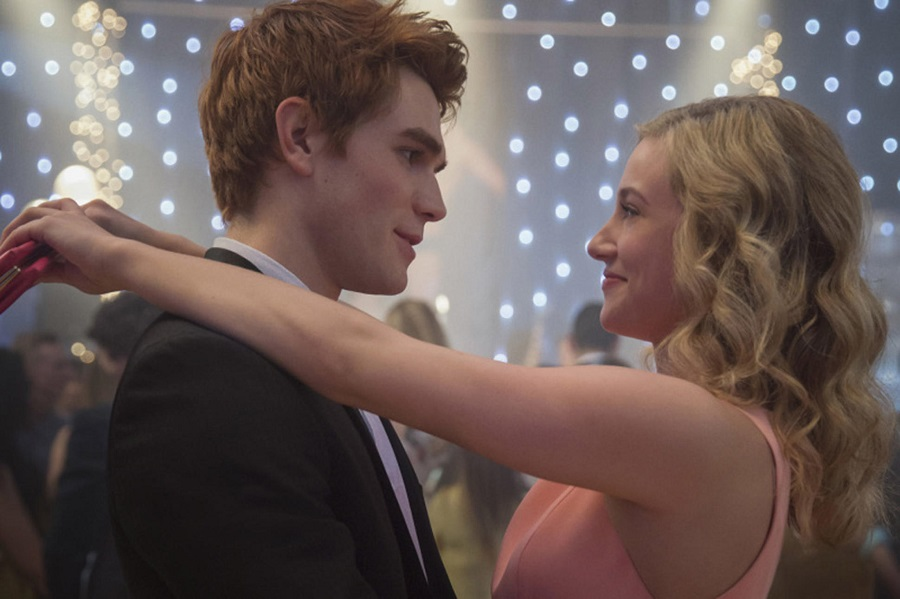 Teenage Angst Still Pays Off Well: K.J. Apa (Archie) and Lili Reinhart (Betty) in Netflix's  Riverdale