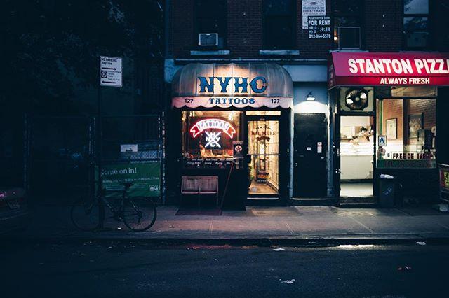 NYHC / LES . . #leica #leicam #leicaphoto #lowereastside #lensculture #thecreativeclass #fotomobile #spicollective #ourmomentum #filmphotographic #oftheafternoon #myfeatureshoot #weltraumzine #streetleaks #wearethestreet #hsdailyfeature #nyhc #passionpassport #broadmag #gupmagazine #stayandwander #akasmagazine #streetdreamsmag #justifiedmagazine #subjectivelyobjective #thinkverylittle #fisheyelmag #takemagazine #dreamermagazine
