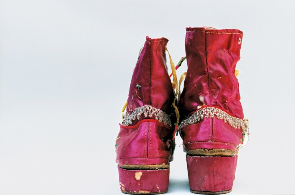 #34 Kahlo's fringed boots, the right one with a stacked heel