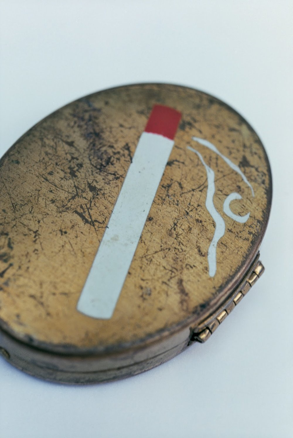 #53 The artist's makeup compact