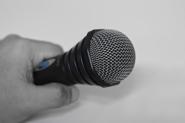 microphone-380017_640.jpg