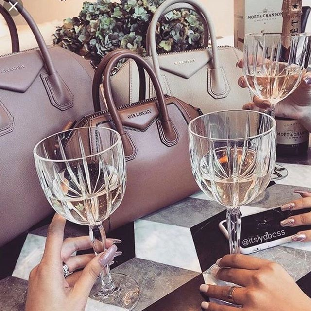 "That ""it's almost Friday you should definitely treat yourself"" hour 🍷🍾🥂 #LuxorBox #HappyHour #TGIT 