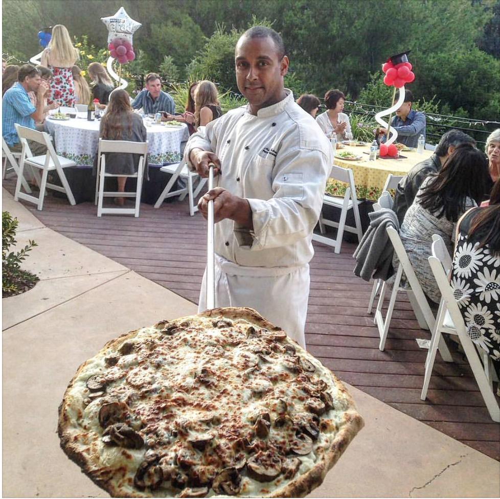 Marcus Roberto Laat Toia zijn pizza zien