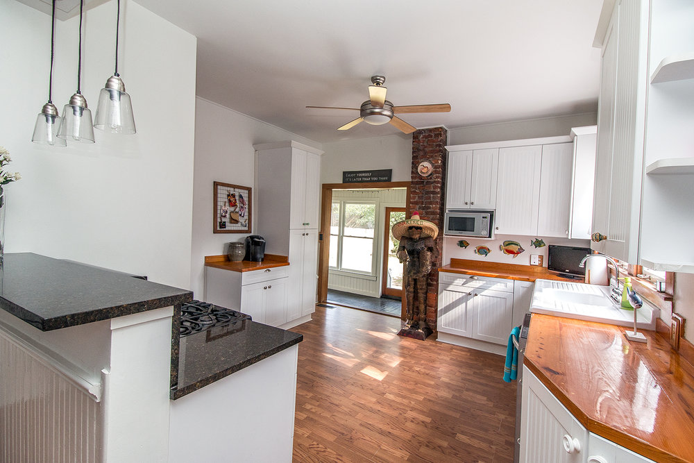 Gant - kitchen 1 LR.jpg