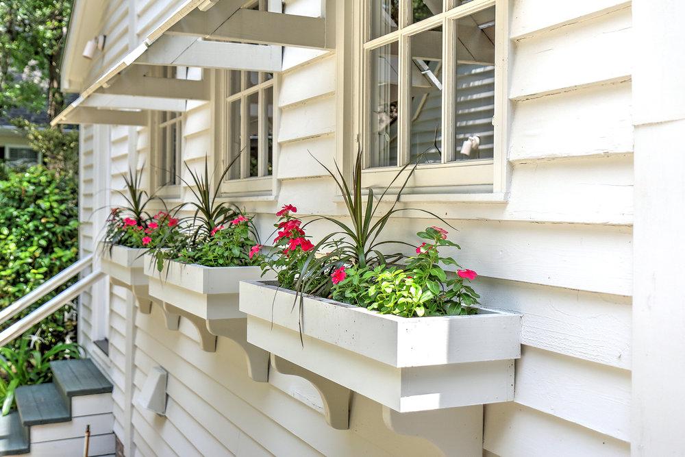 4505 Carriage - flower boxes MLS.jpg