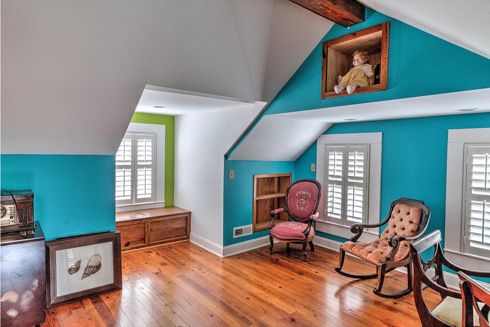 512 Prince - attic 2 MLS.jpg