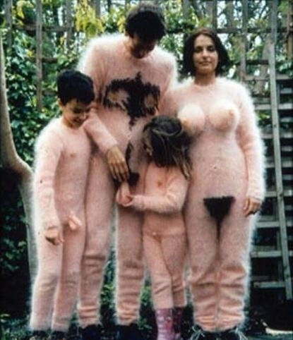 weirdest-family-photo-ever-probably-nsfw