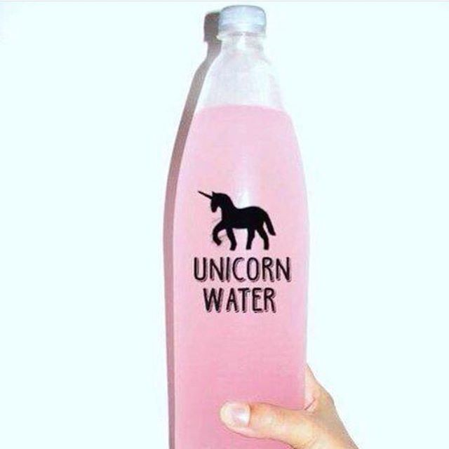 ☝🏼️ The ultimate summer 'pink drink.' 🦄💗 Link in bio! 💕