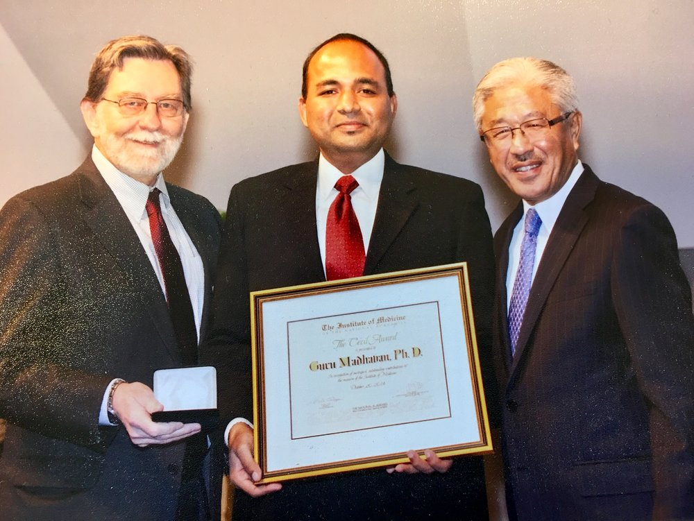 With executive officer Clyde Behney (L)and president Victor Dzau (R) at the award ceremony of the 2014 annual meeting of the National Academy of Medicine.