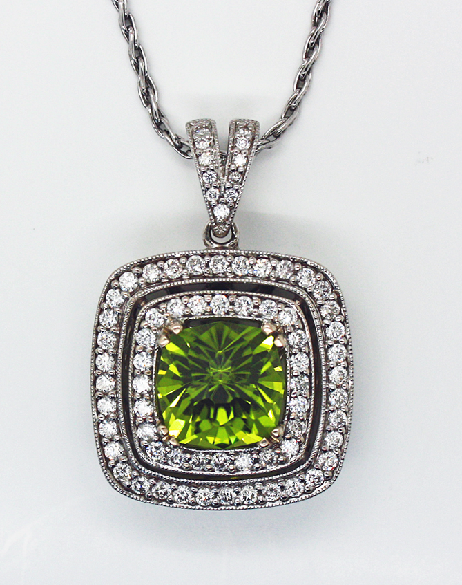 Peridot  Pendant in White Gold with Diamonds
