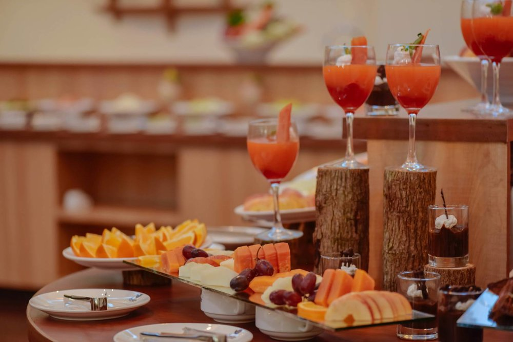 Offering a daily delicious spread of fresh fruits, Maldivian cuisine, European pastries and western style meals, the Season Paradise buffet and restaurant is a must do!