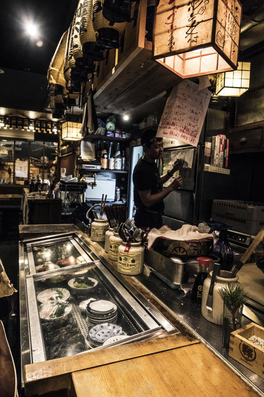 Bakawarai Kichijoji Izakaya bar interior