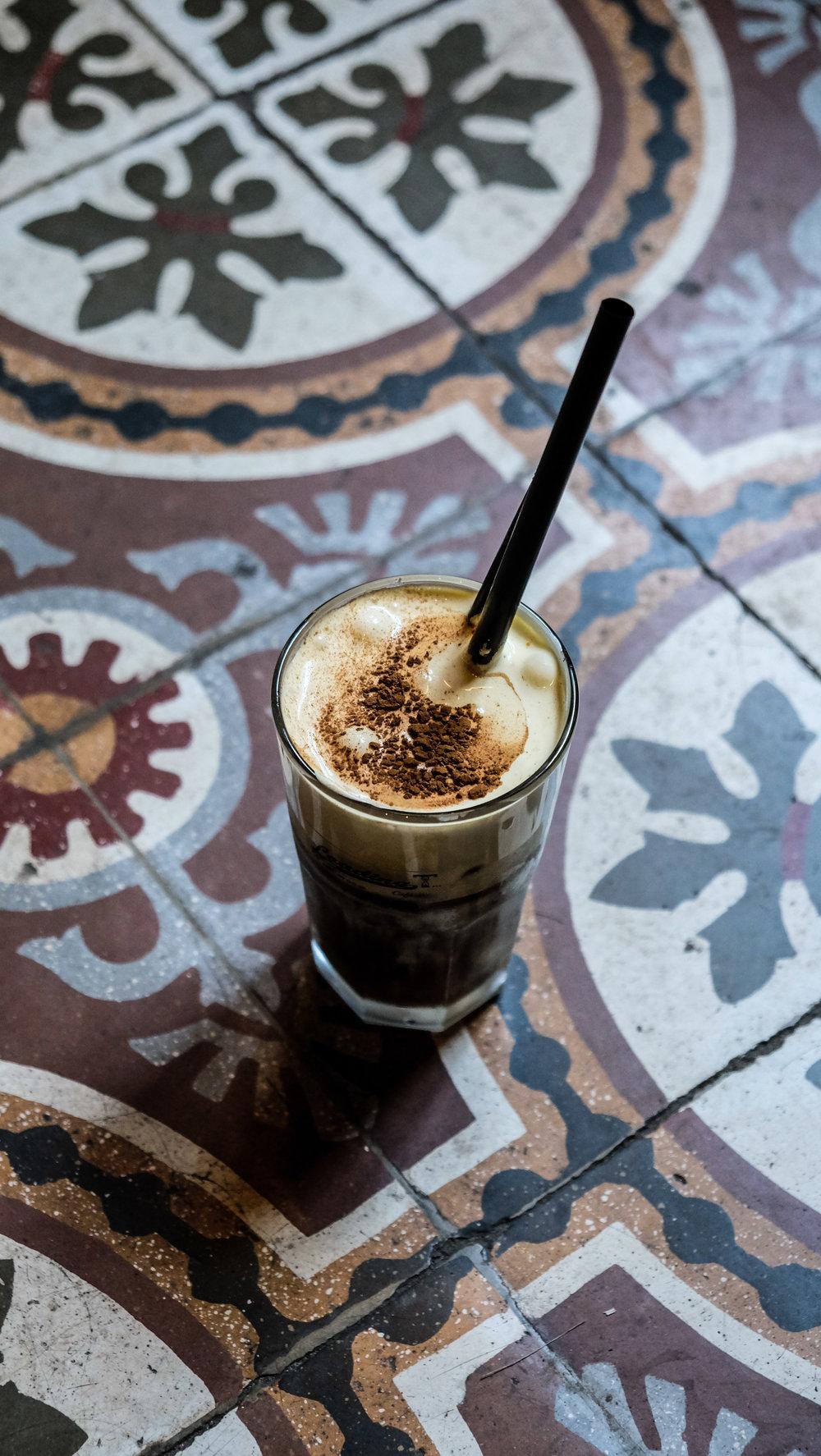 Cà phê trứng AT LOADING T CAFE HANOI