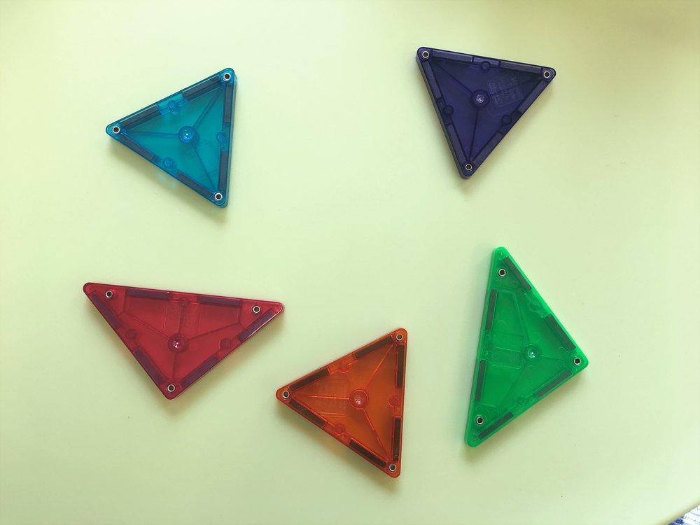 この5つのパーツで五角形を作ってみましょう♪