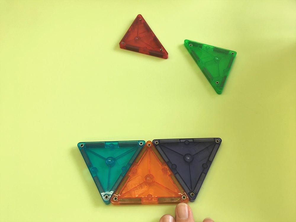 下半分の完成です。3つの正三角形で台形になりました。