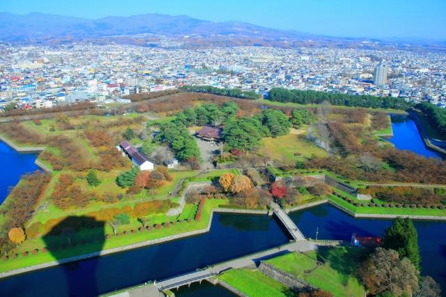 五角形の建物は世界中にたくさん見られるようです。アメリカの国防総省も有名ですね。(写真は函館の五稜郭)