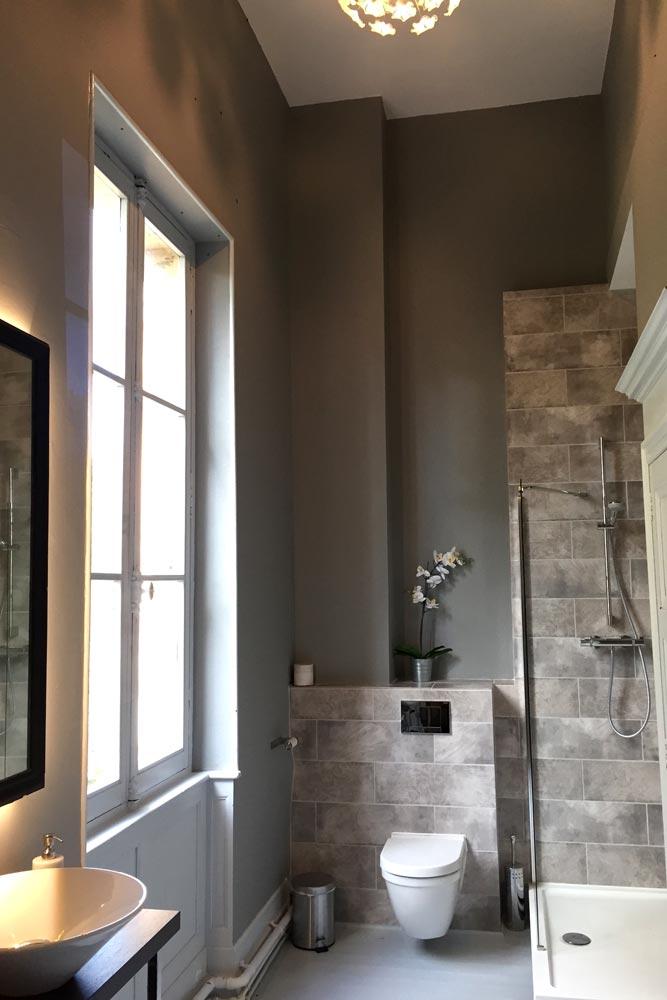 Chateau JAC bathroom 4 with decorative tiles