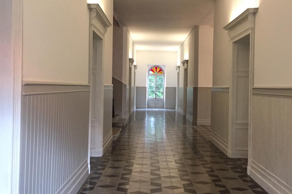 Chateau to rent with huge halls