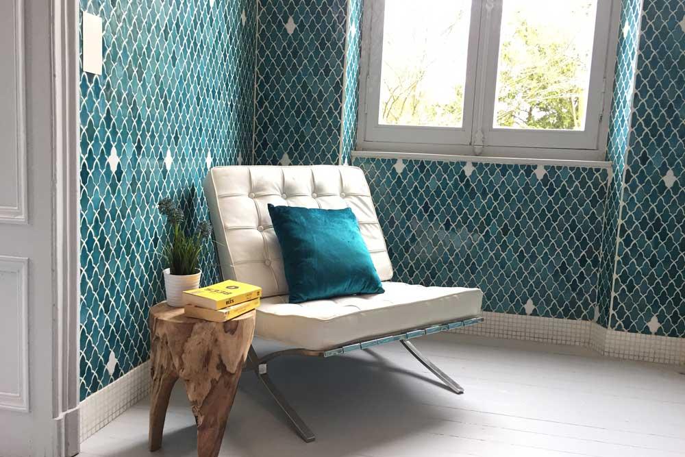 Chateau JAC white Barcelona chair