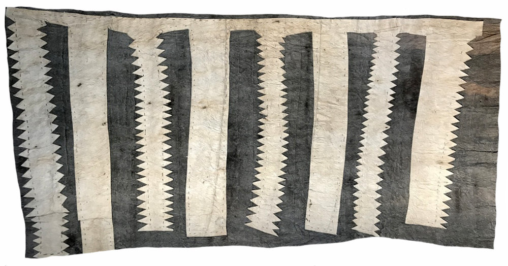 Ilma Savari (Ajikum'e)    Aduvahe nioge ohu'o buborianö'e   Chief's prestige cloth and beaks of the Papuan Hornbill  122 x 62cm  Appliqued mud-dyed nioge (barkcloth), 2017