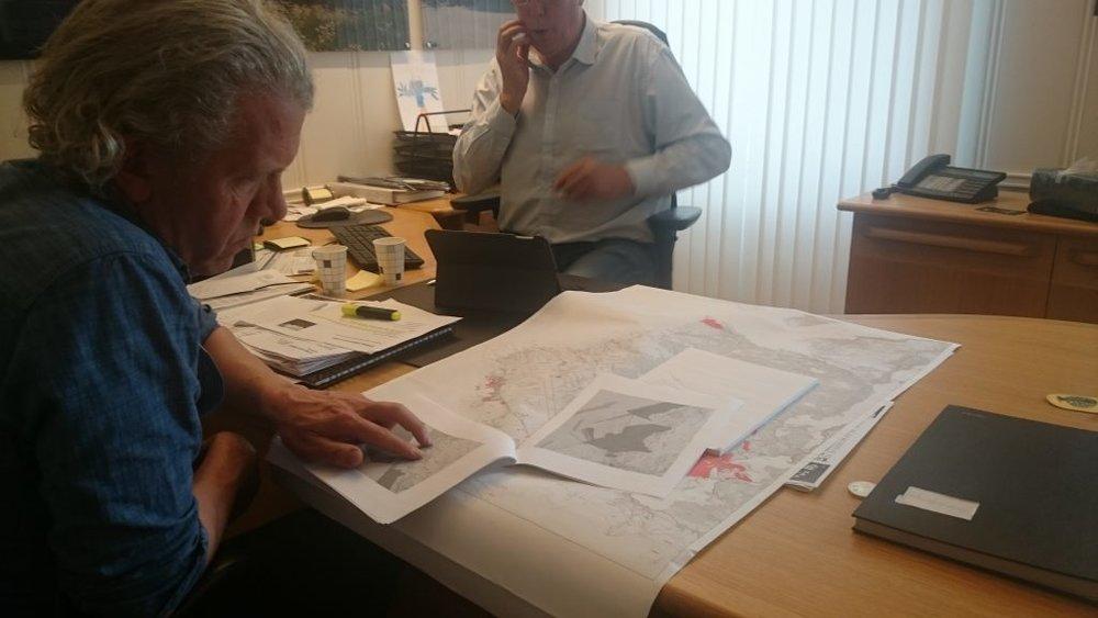 Øyvind planning with the mayor of Farsund