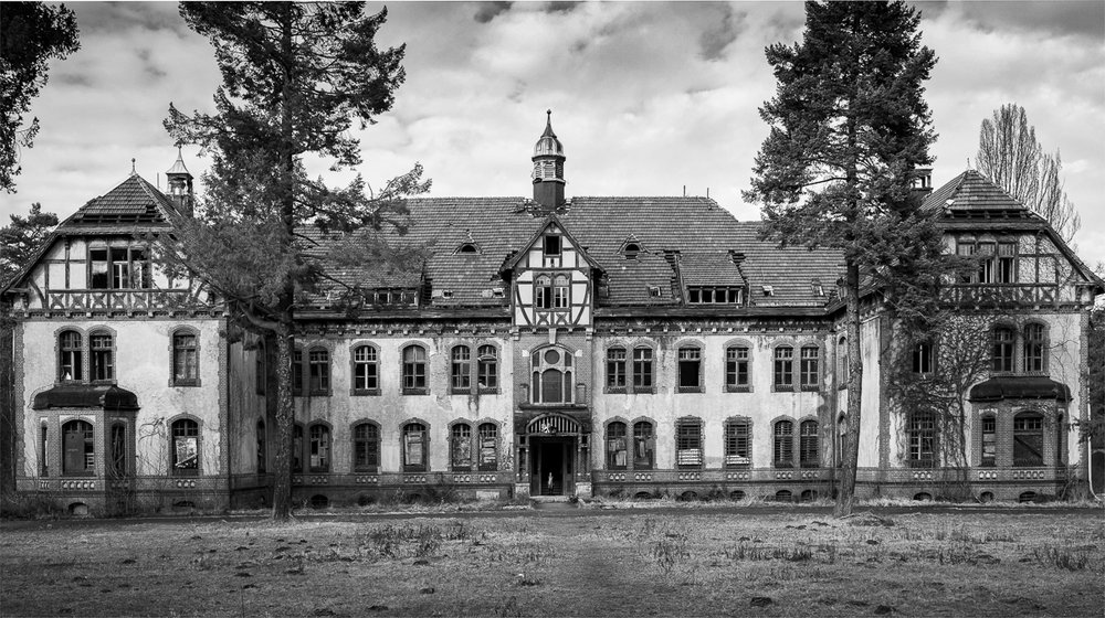 Haus B., photo composing, c-print/paper, 120x180 cm, 2016