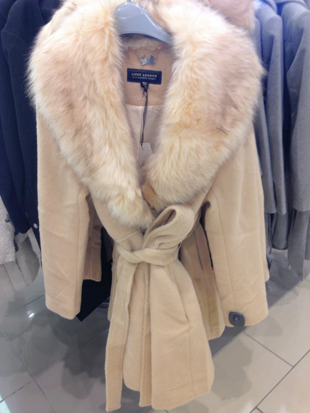 HoF cream fur collar