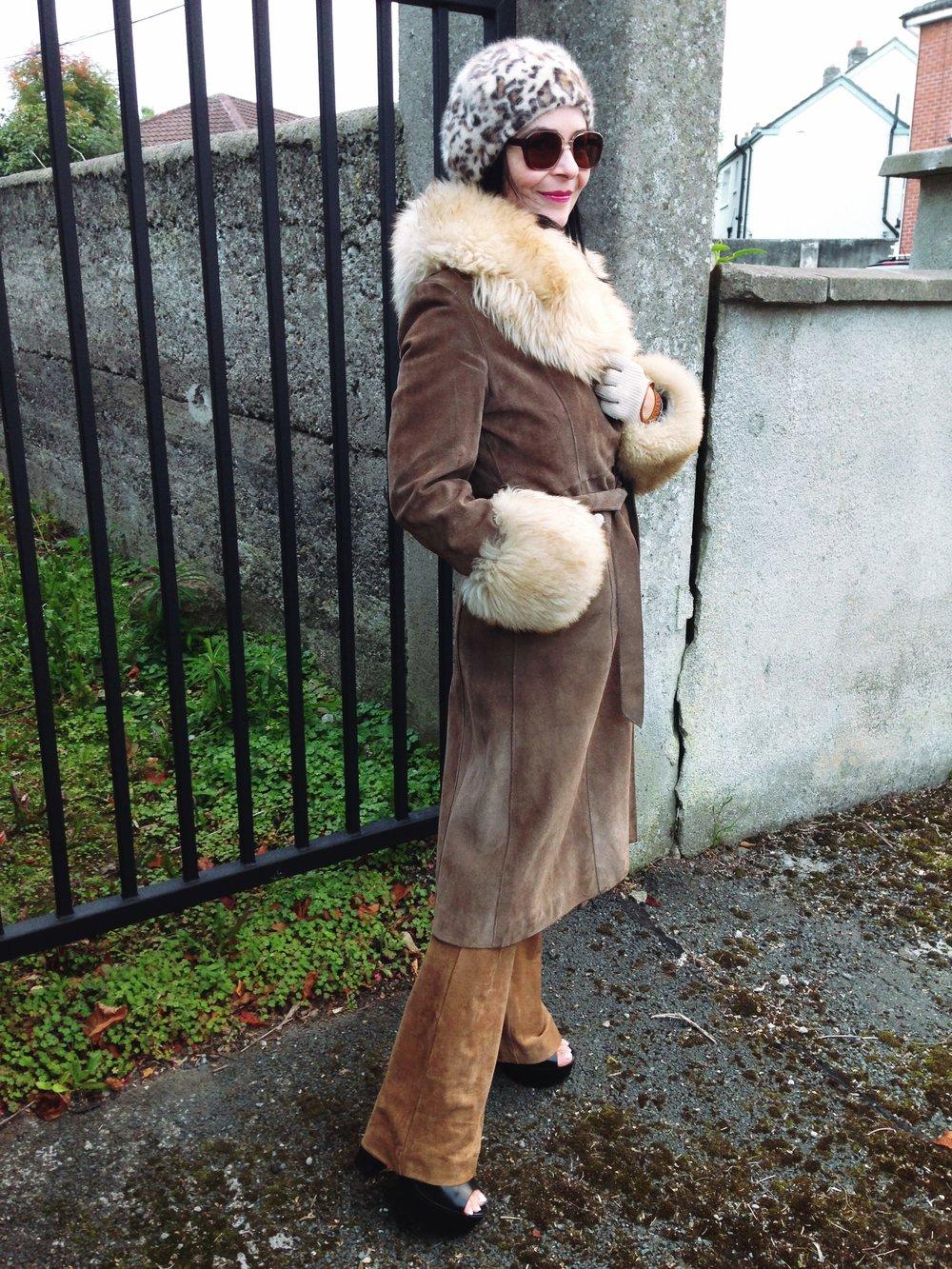 vintage beige fur trimmed coat me