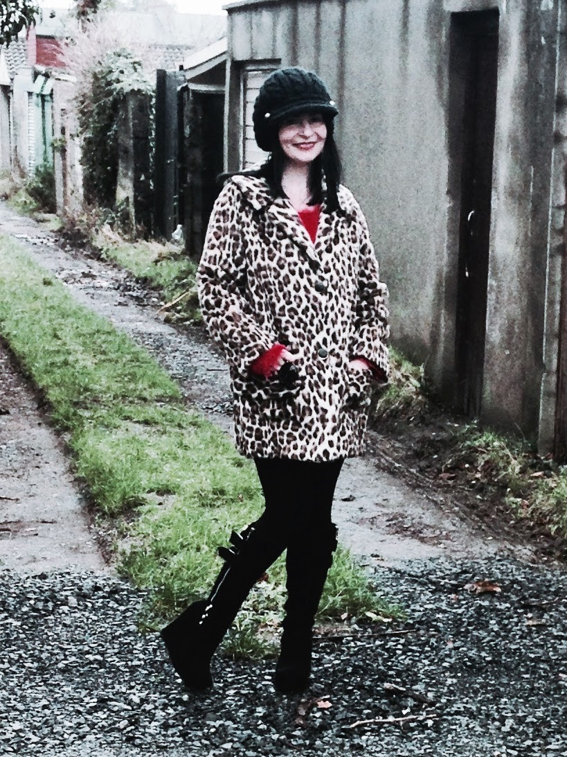 his is one of my all time favourite jackets. Its claccic Leopard skin and vintage 50s.