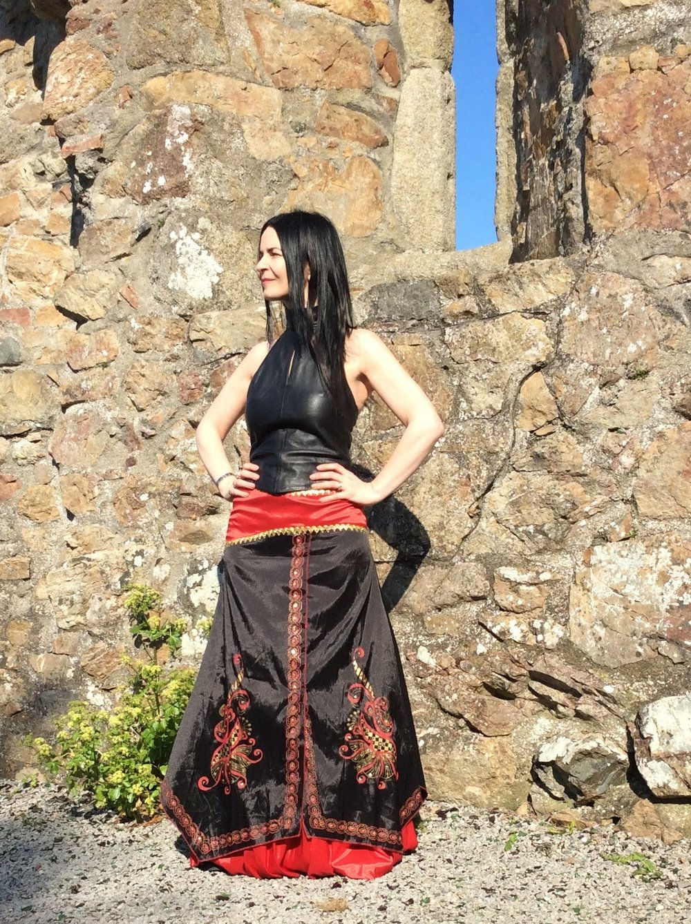 This look is quite unusual and leather 90's top with Indian skirt gives it a mysterious almost tribal look.