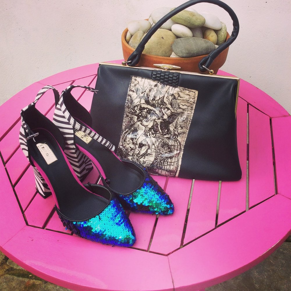 The bag a re-worked vintage piece from the fifties and the shoes ..........yes ..........a cheap purchase from Primark reduced to 7 euro....... (Its permissible as long as we keep a reign on our purchases)