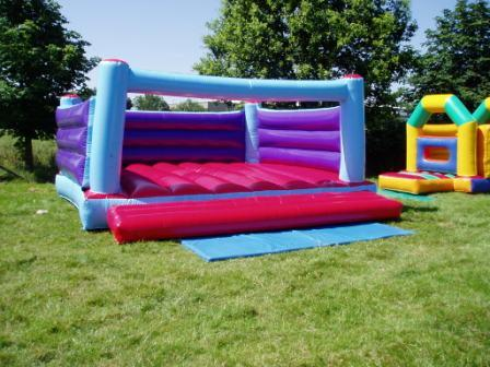 t18x18 Bouncy castle.JPG